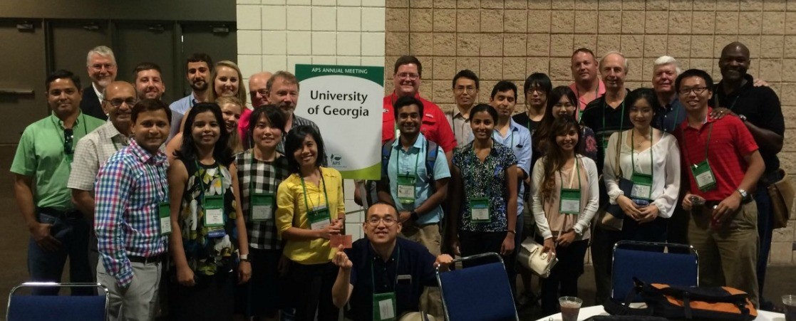 University of Georgia plant pathology faculty and students at the 2016 APS meeting